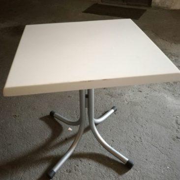 Tavolo quadrato da bar